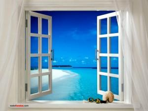 Postal: Paradisiaca playa vista desde una ventana