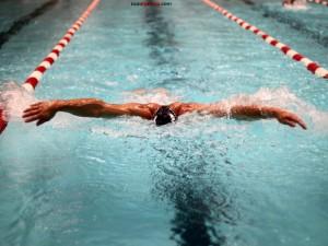 Nadando a estilo mariposa