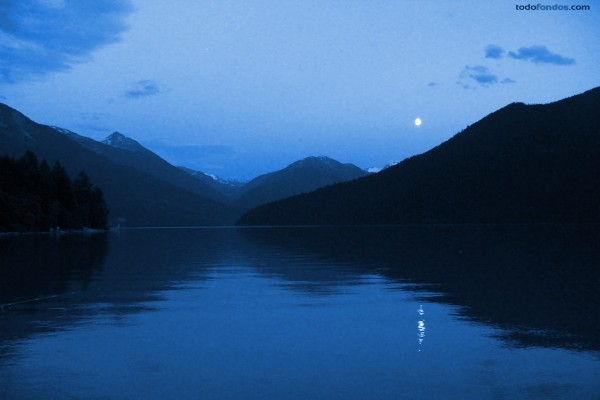 Montañas junto al lago Lillooet (Columbia Británica)