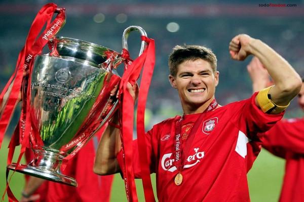 Steven Gerrard, capitán del Liverpool FC, campeones UEFA Champions League 2005
