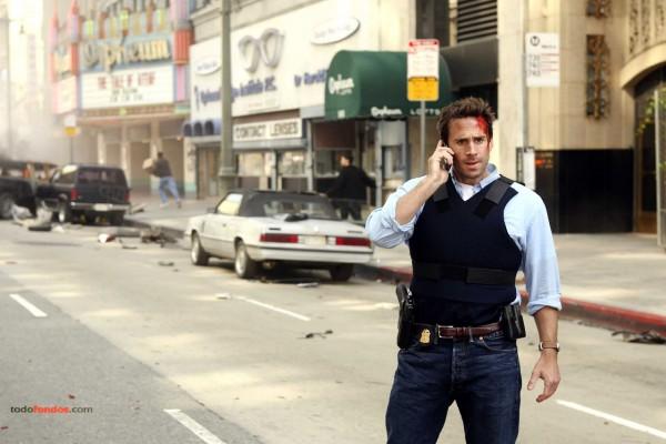 Agente del FBI Mark Benford (Joseph Fiennes) en FlashForward