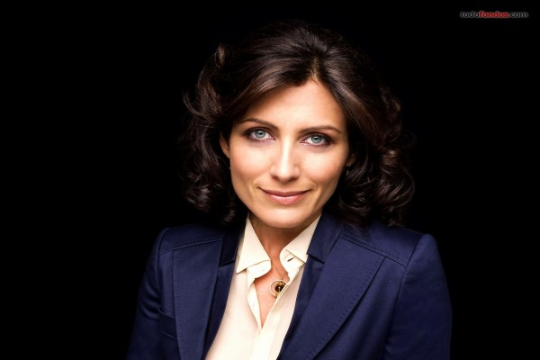 Dra. Lisa Cuddy (Lisa Edelstein)