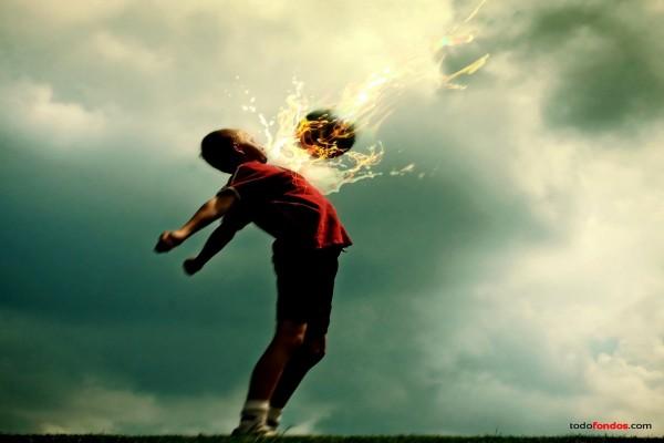 Niño con balón en llamas