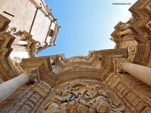 Postal: Una vista impresionante de la Catedral de Valencia
