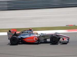 Postal: Lewis Hamilton conduciendo para McLaren
