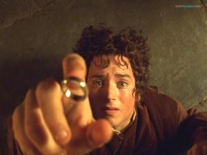 Frodo Bolsón (Elijah Wood) y el Anillo Único