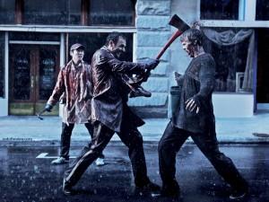 Hachazo en la cabeza a un zombi