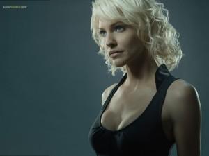 Tricia Helfer en Battlestar Galactica