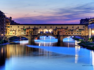 Postal: Ponte Vecchio, puente medieval sobre el río Arno en Florencia (Italia)