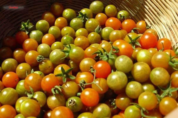 Cesta de tomates verdes