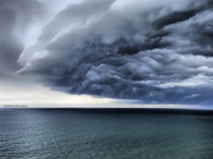 Postal: Nubes sobre el mar
