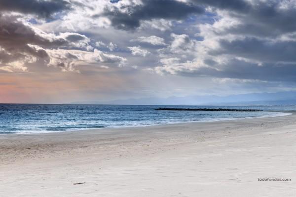 Playa del municipio de Roccella Ionica, en Calabria (Italia)