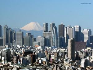 Postal: La ciudad de Tokio con el Monte Fuji al fondo
