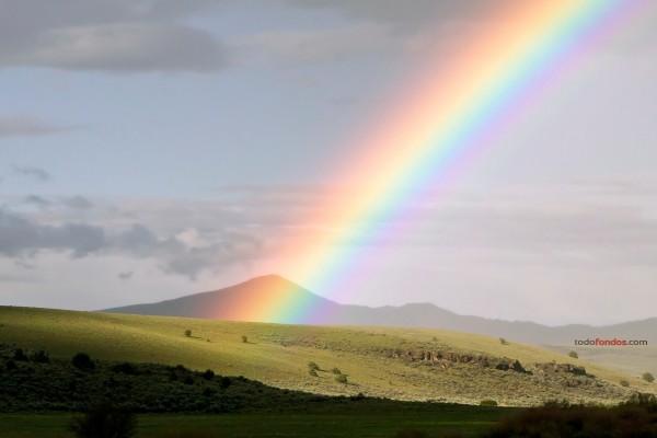 Arco iris, fotografiado en las afueras de Mitchell, Oregon