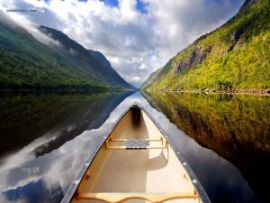 Postal: Por el río en canoa