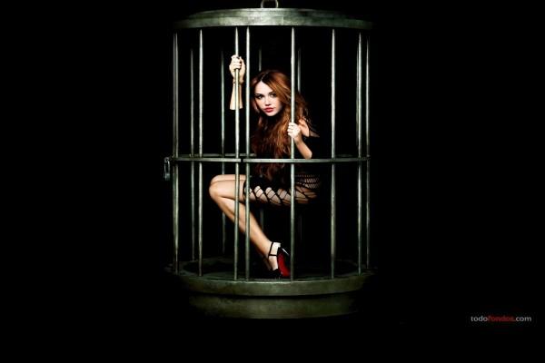 Miley Cyrus enjaulada