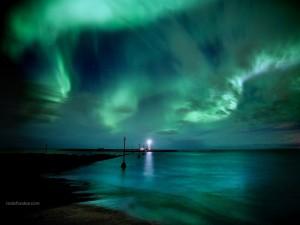 La aurora boreal, vista en Reikiavik (Islandia)
