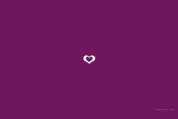 Corazón en fondo violeta