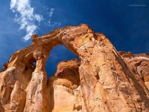 Grosvenor Arch, un doble arco de piedra arenisca ubicado en Utah (EE.UU.)