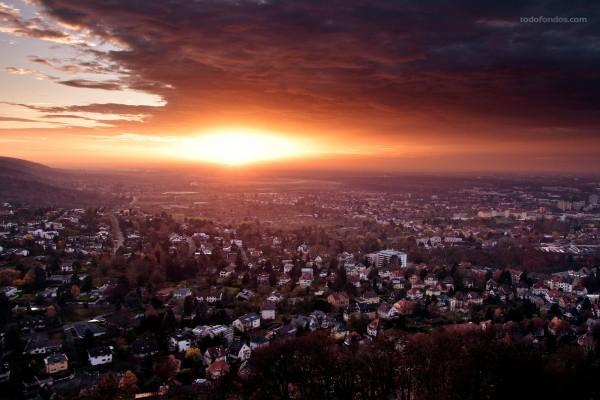 Ocaso en el municipio alemán de Durlach (Karlsruhe, Alemania)