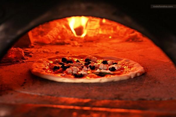 La pizza está en el horno
