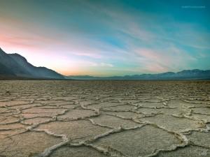 Corteza de sal, en la cuenca Badwater (California)