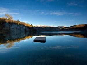 Lago en Saint Bathans, Nueva Zelanda