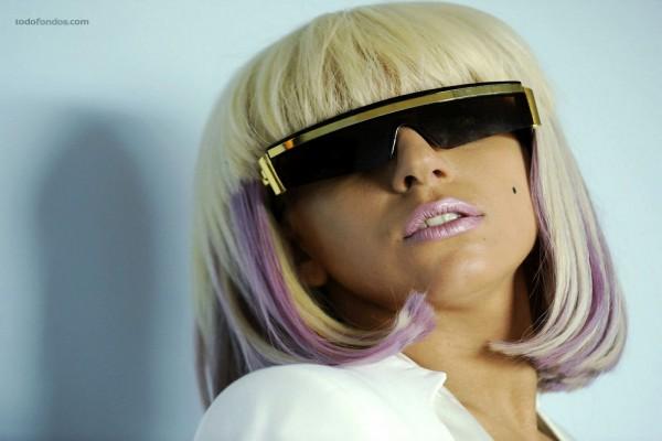 Lady Gaga tras las gafas de sol
