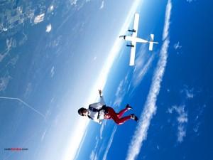 Postal: Disfrutando de la caída (paracaidismo deportivo)