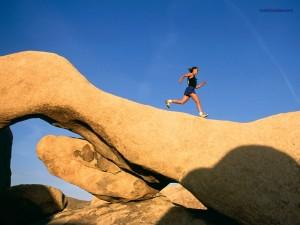 Postal: Corriendo sobre la piedra, en Joshua Tree (California)