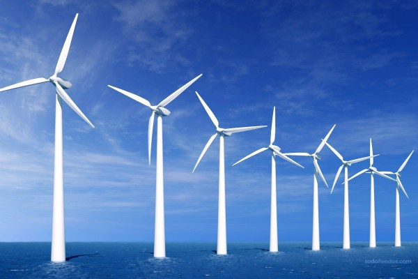 Molinos de viento en el mar