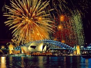 Fuegos artificiales sobre la Ópera de Sídney (Australia)