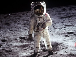 Postal: El hombre en la Luna
