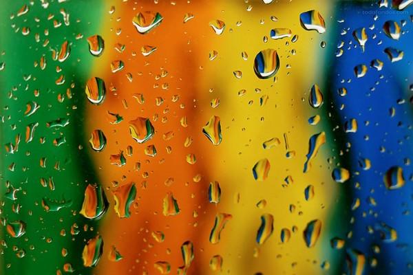 Gotas de agua sobre el cristal