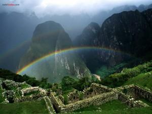 Arco iris sobre el Machu Picchu