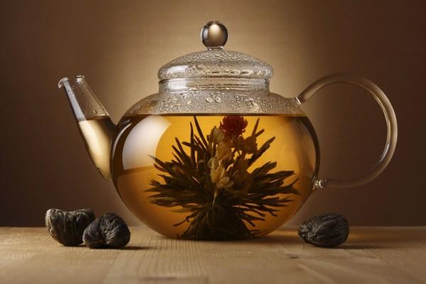 Infusión de la flor del té blanco