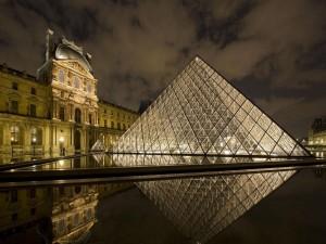 Postal: Museo del Louvre (París)