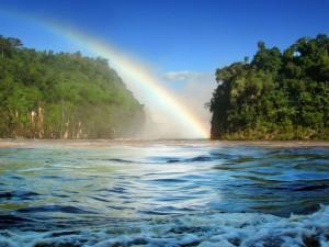 Postal: Arcoíris salido de las aguas