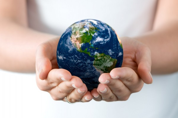 Sosteniendo la Tierra