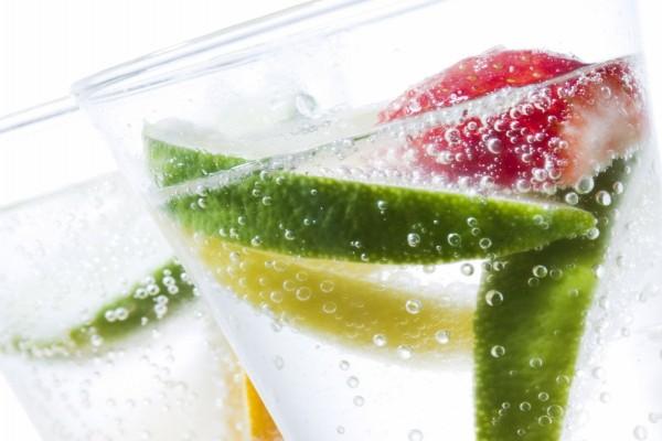 Bebida gaseosa con cítricos