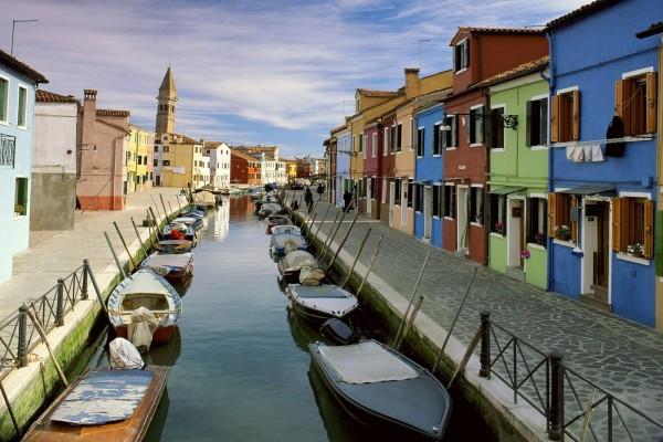 Un canal de la isla de Burano, Venecia