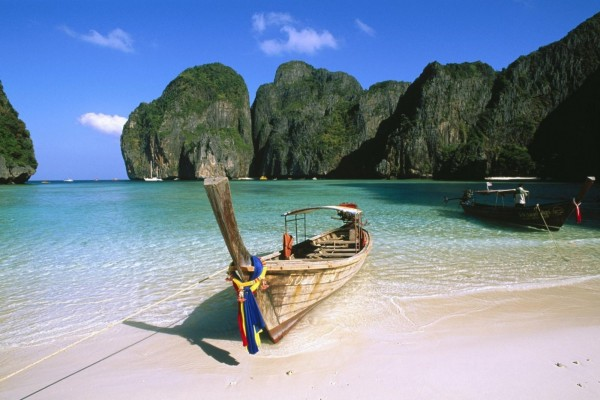 Canoa en la orilla