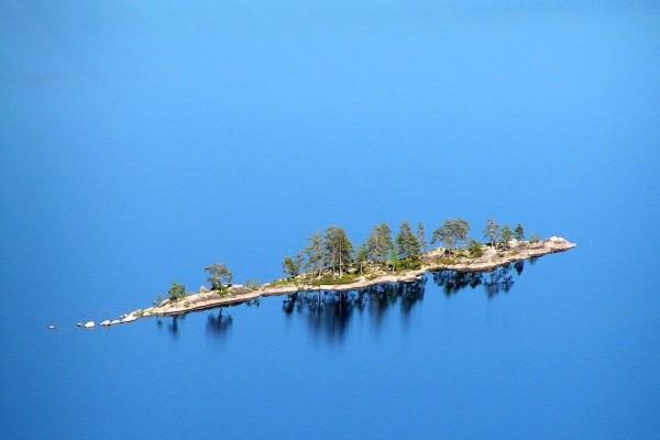 Isla en el Lago Pielinen (Finlandia)