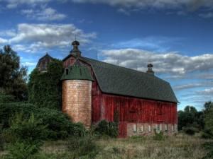 Postal: Un viejo granero rojo