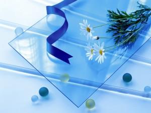 Flores sobre un cristal