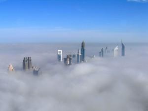 Postal: Rascacielos por encima de las nubes