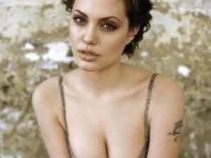 Angelina Jolie muy sensual