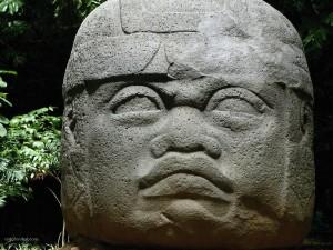 Postal: Cabeza olmeca de piedra (Tabasco, México)