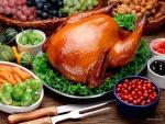 Un apetitoso pavo, y otros alimentos