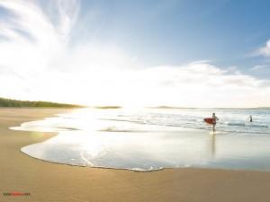 Chicas surfistas en Noosa (Australia)
